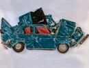 Nghệ thuật kỳ quái từ những chiếc xe hơi bị…ép dẹt